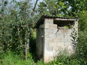 De beruchte wc in China. Ziet er peaceful uit, maar schijn bedriegt!