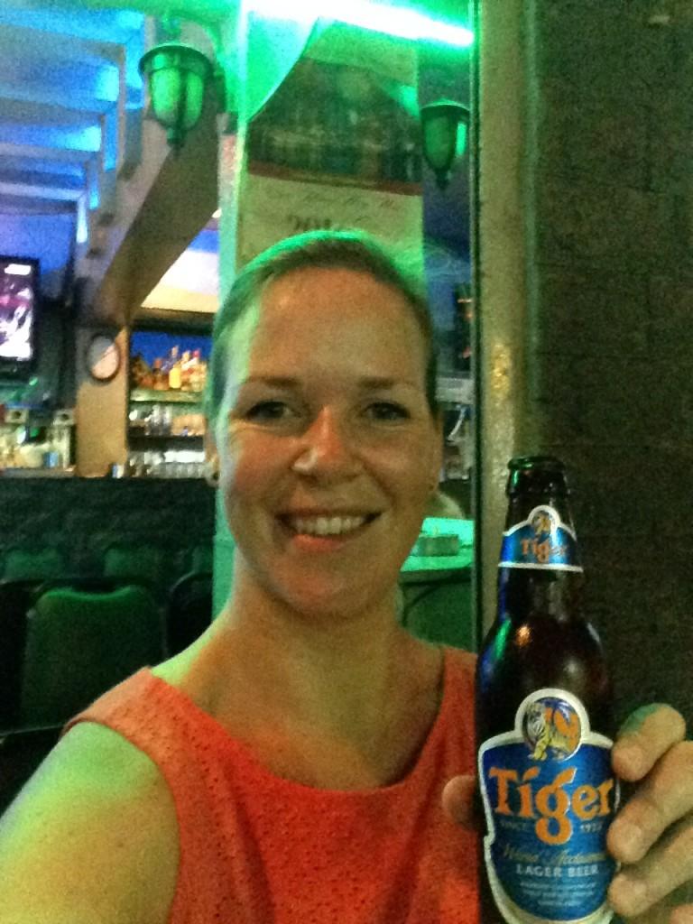 Ik heb de gewoonte om het thuisfront steeds een selfie te sturen met een drankje in de hand. Proost!
