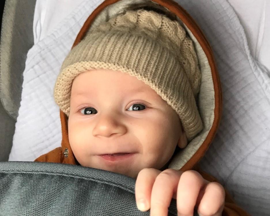 vrolijke baby