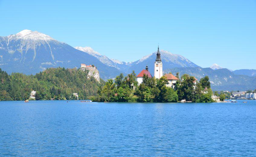De rondwandeling rond Lake Bled en naar het bekende uitzichtpunt