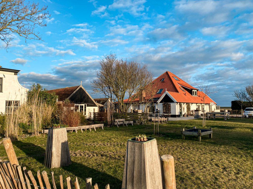 uniek overnachten Op Oost  Texel  in de natuur